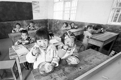 mntinto-giving-datacms_page_media36chinafree_lunch_programme_for_children_in_china_pic_2.jpg__400x266_q85_subsampling-2.jpg